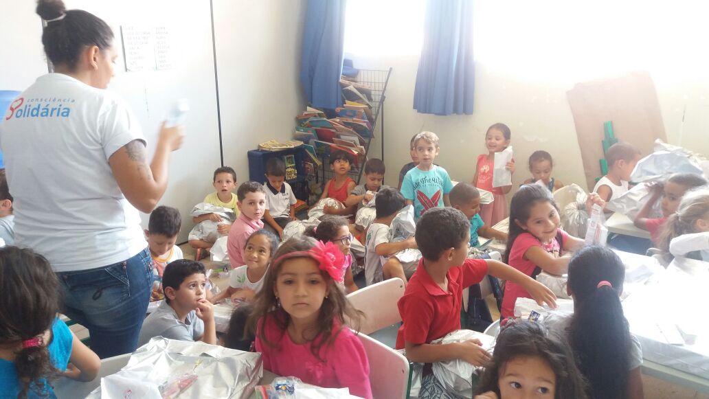 Escola Rosiris recebe presente da Natal da Consciência Solidária