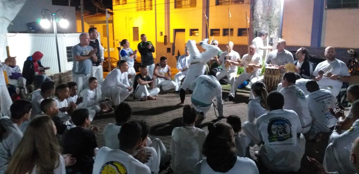 Roda de aniversário de capoeira Mestre Estevinho